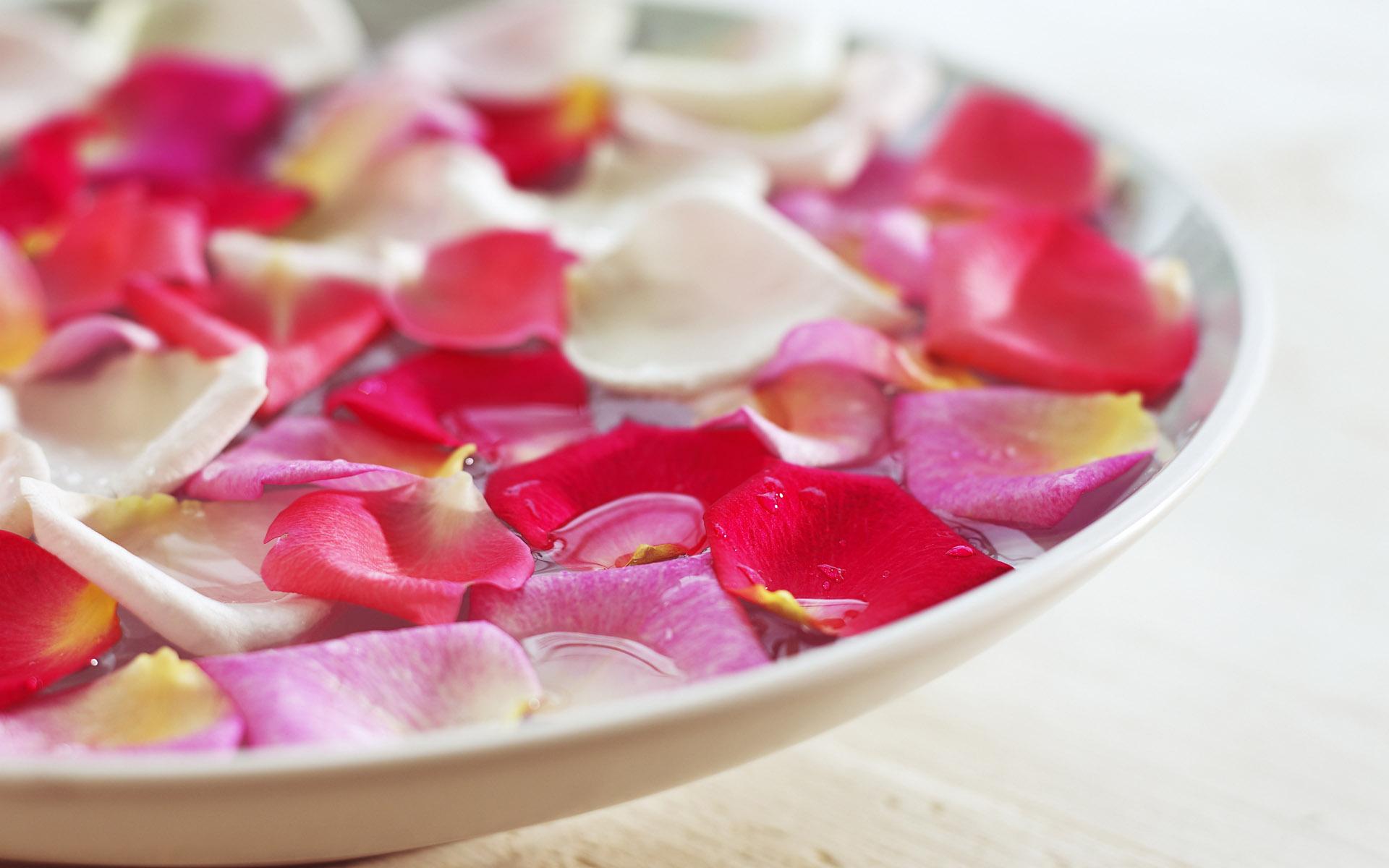 ماسک هایی طبیعی که پوستتان را مثل برگ گل زیبا و نرم می کند+ دستورالعمل