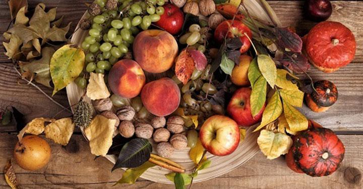 قیمت انواع میوه های پاییزی در غرفه تره بار