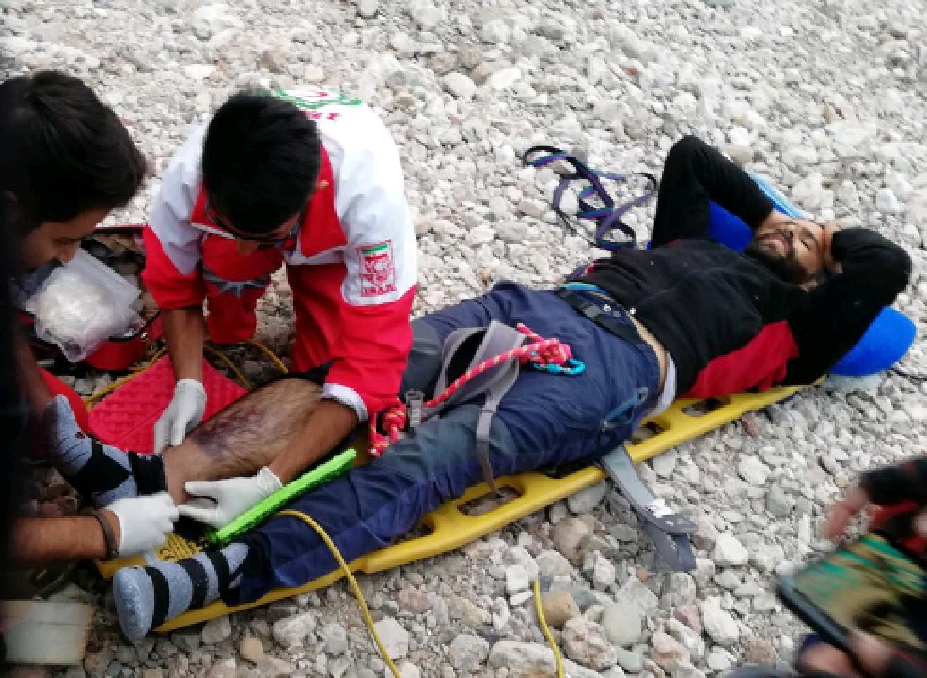 امدادرسانی در کوههای سه شاخ جوپار توسط نجاتگران کرمان