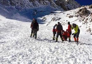 نجات ۱۹ کوهنورد گرفتار در برف در ارتفاعات زردکوه