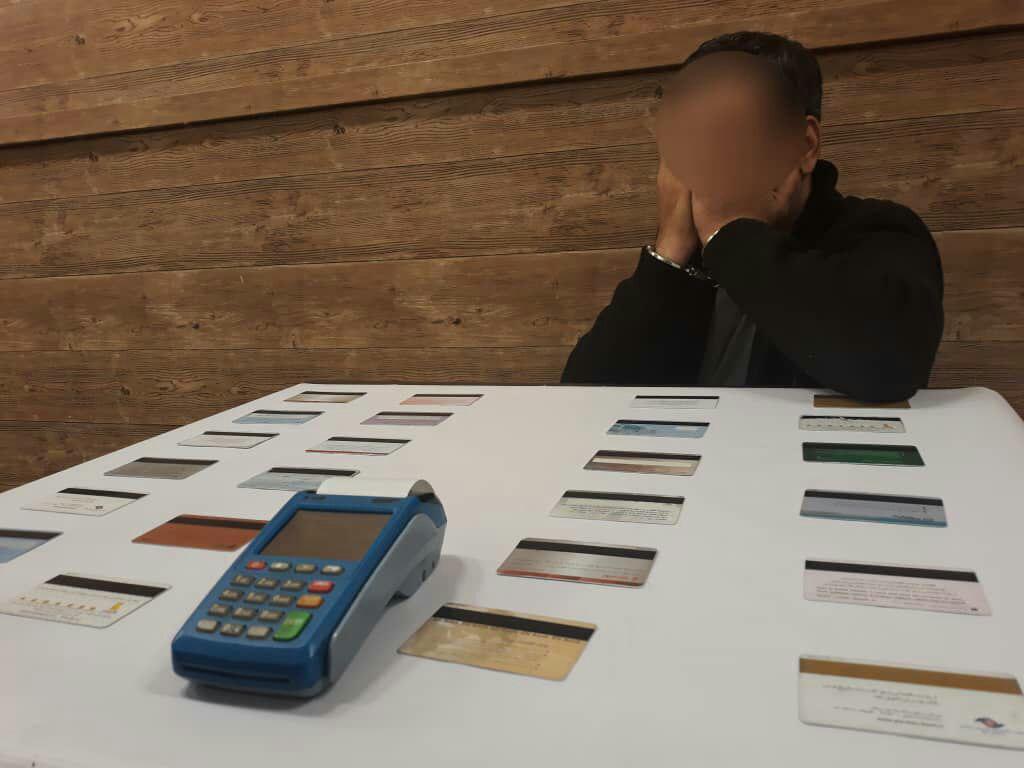 کلاهبرداری در پوشش پیک موتوری/ در زمان پرداخت با دستگاه پز رمز کارت را خودتان وارد کنید