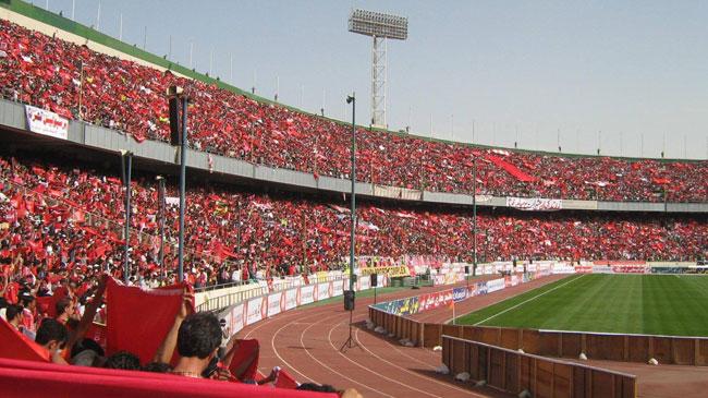تماشاگران فوتبال مراقب وسایل خود در ورزشگاهها باشند+ فیلم