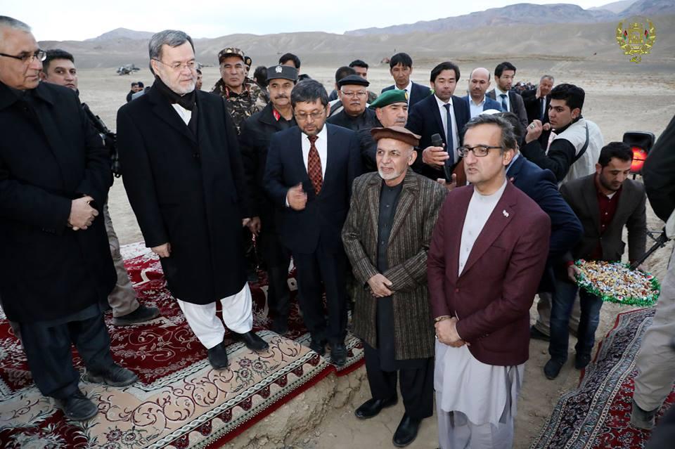 اشرف غنی سه پروژه برق رسانی در بامیان را کلید زد