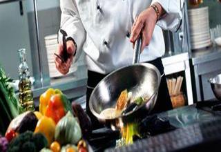 ۴ اشتباه رایج حین پخت و پز که موجب چاقی میشود