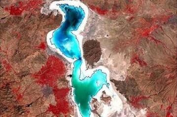 مساحت دریاچه ارومیه 150 کیلومتر مربع افزایش یافت/فناوری فضایی در بهبود کسب و کارهای خدماتی موثر است