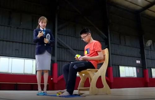 مهارت شگفت انگیز پسر چینی در بازی با روبیک+فیلم