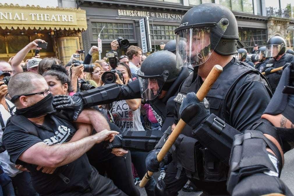 درگیری پلیس بارسلون با جدایی طلبان کاتالونیا