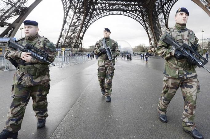 پادگان نظامی به نام پاریس