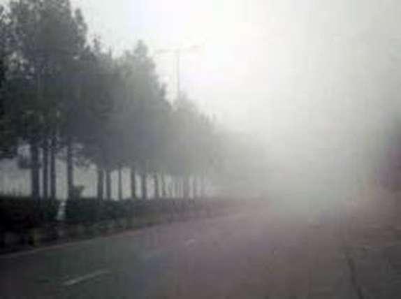 مه آلودگی گردنه های زنجان را با کاهش دید مواجه کرده است