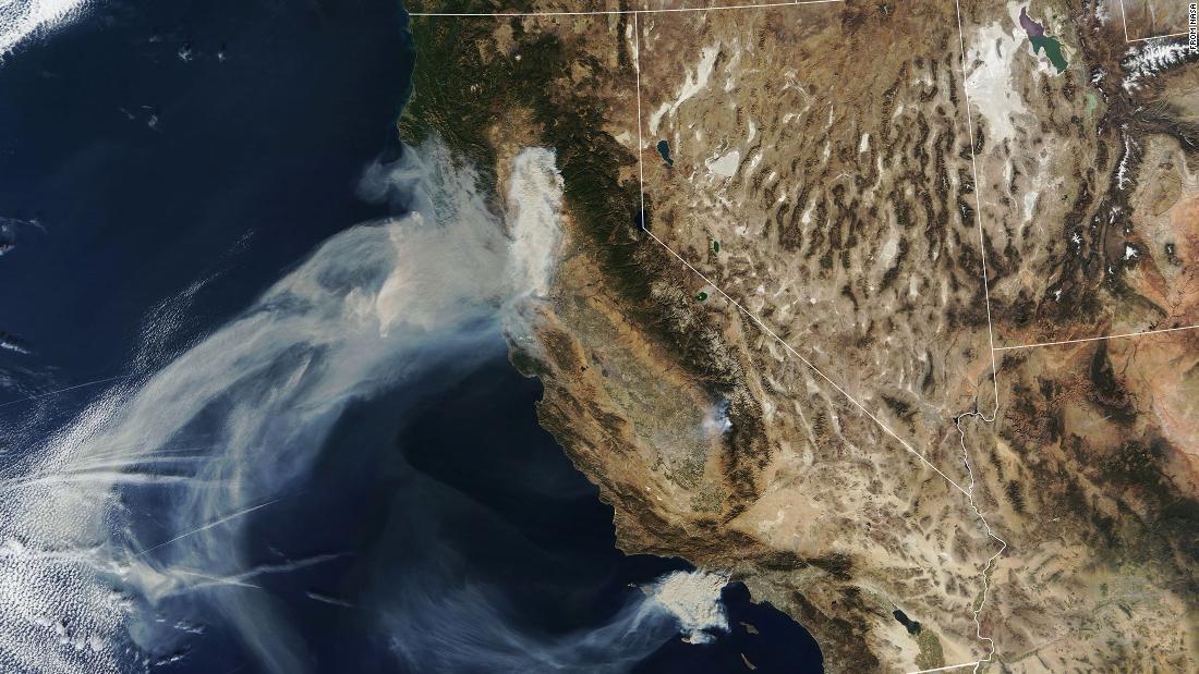 آتش سوزی مرگبار کالیفرنیا از فضا چگونه به نظر میرسد