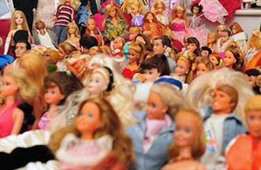 باشگاه خبرنگاران جوان گزارش میدهد؛ چرا عروسک ایرانی باید از فیلتر چین بگذرد؟ / رنگ و بوی فرهنگ غربی درمیان اسباببازیها