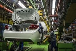 خودروسازها با بهانه زیانهای مالی به دنبال افزایش قیمتها هستند/ مردم نباید پول سوء مدیریت خودروسازها را بپردازد