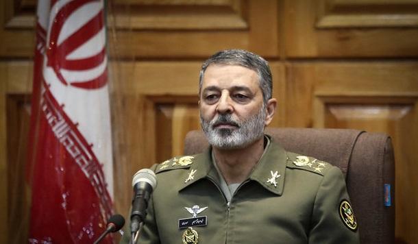 فرمانده کل ارتش ازتلاشهای امدادگران در زلزله کرمانشاه تقدیر کرد