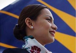 اقدام مادرانه مهماندار هواپیما باعث شهرتش در فضای مجازی شد