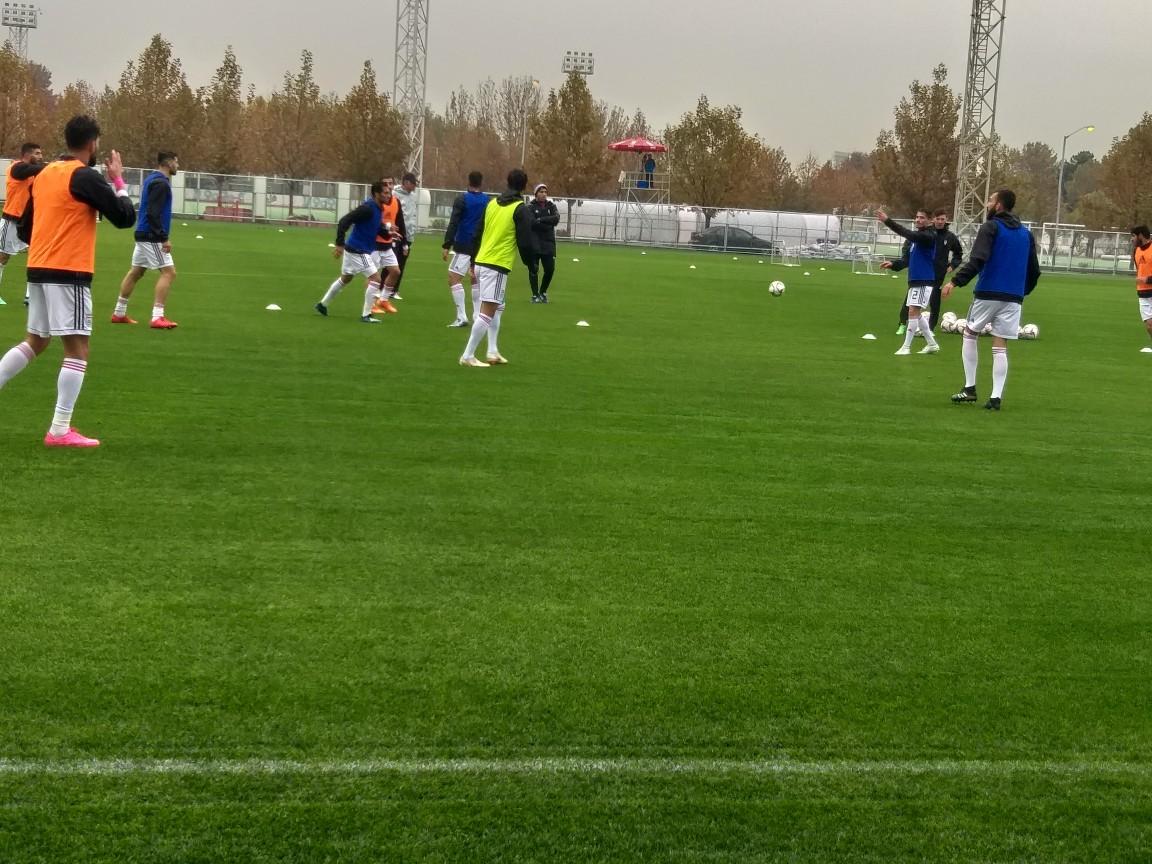تمرین تیم ملی فوتبال زیر بارش باران