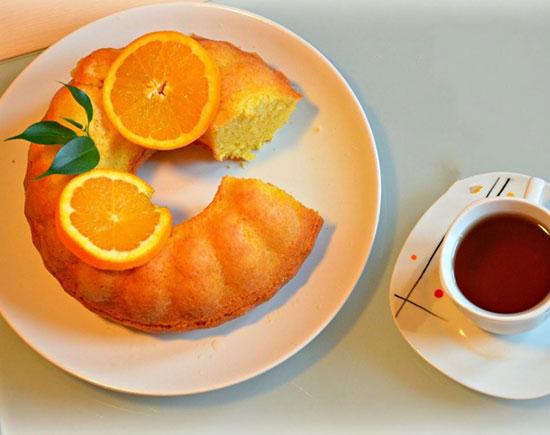 کیک پرتقالی با سس کاراملی؛ عصرانه دلچسب پاییزی