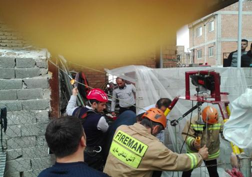 آتش نشانان ساروی موفق در نجات کارگر
