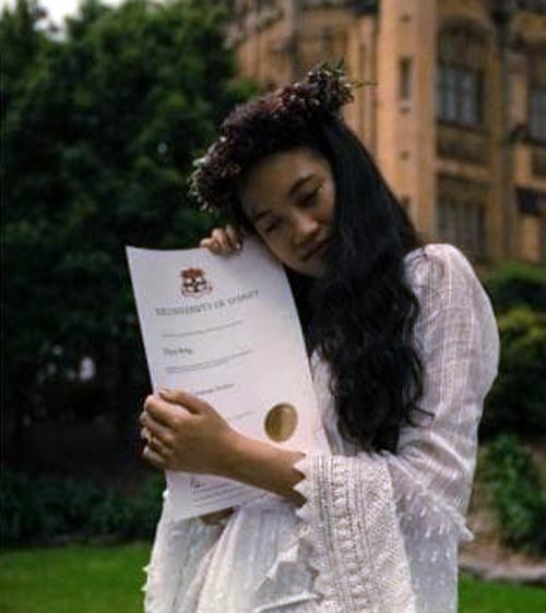 دختری که با مدرک خود ازدواج کرد