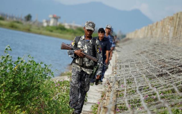 باشگاه خبرنگاران -زخمی شدن ۴ پناهجوی روهینگیایی در تیراندازی پلیس میانمار