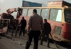 تصادف اتوبوس با تریلر در  در محور مورچه خورت اصفهان + تصاویر