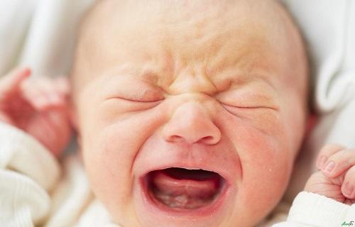 خطوط سیاه در ناخن نشانه چیست؟/گیاه غابث مفید در ترمیم جای زخم/علت شوره سر چیست؟/چگونه میتوان گریه نوزاد را بند آورد؟