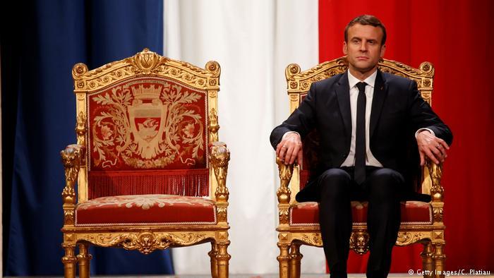 از جایگاه سلطنتی «مکرون» تا صندلی تسلیحاتی به نام «بحران دات کام»!+ تصاویر