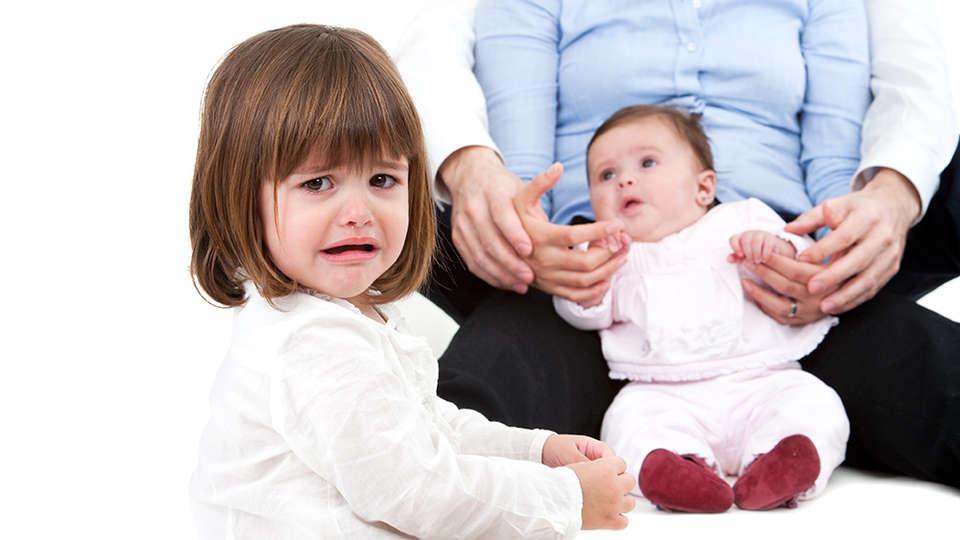 چگونه حسادت را در کودکان از بین ببریم؟