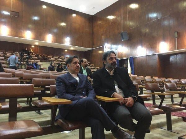 استقبال معنادار دانشجویان دانشگاه فردوسی مشهد از عباس آخوندی +فیلم و تصاویر