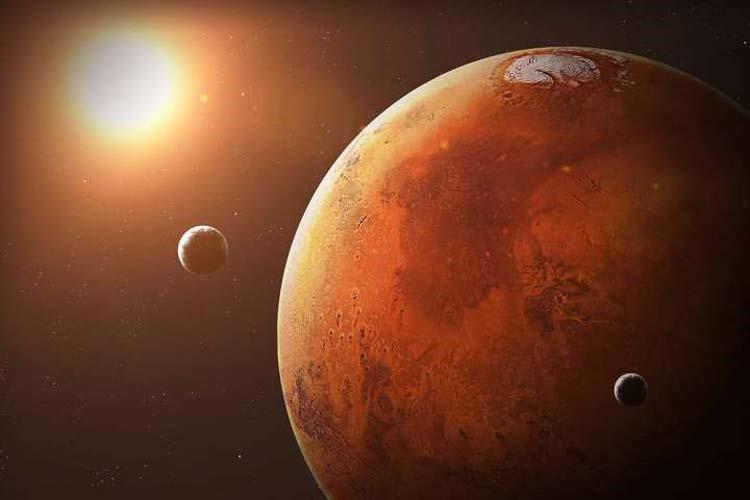 سیارهای که دو قمر دارد