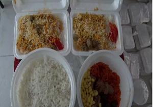 توزیع غذای نذری میان عزاداران در آذربایجان شرقی