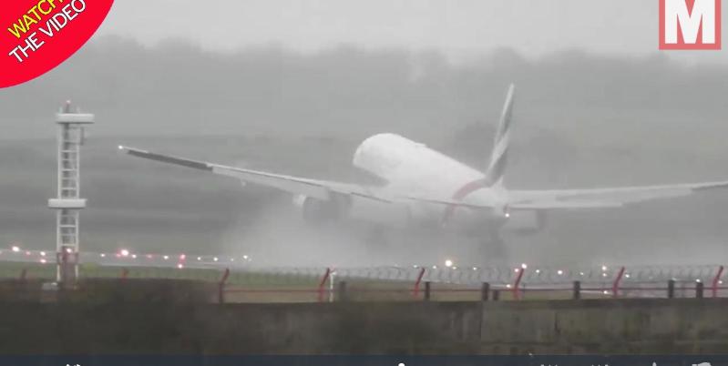 لحظه دلهره آور فرود و برخاستن آنی هواپیمای بوئینگ! + فیلم//