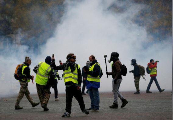 ادامه تظاهرات علیه سیاستهای اقتصادی مکرون در فرانسه/ ۲۴ تن بازداشت شدند