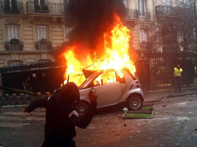 فرانسه وضع فوقالعاده اعلام میکند