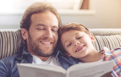 5 راه تقویت ارتباط کودک با پدر و مادر/باید به کودک فرصت کمک کردن داد