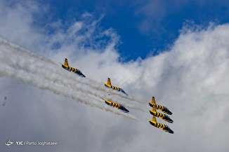 اجرای نمایش هوایی نظامی در نمایشگاه ایران ایرشو - جزیره کیش