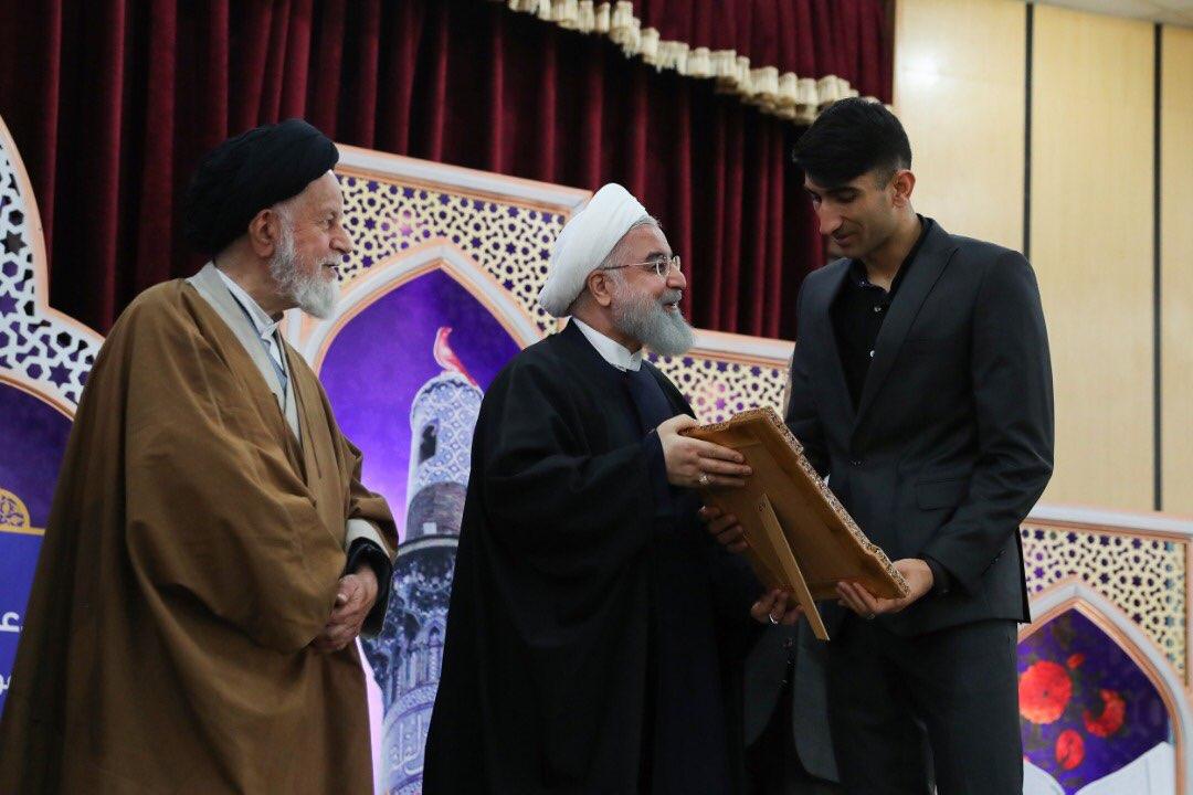 دروازه بان پرسپولیس سفیر نماز شد