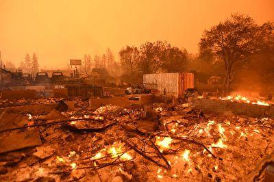 بازگشت ساکنان کالیفرنیا به خانههای خاکستر شدهشان