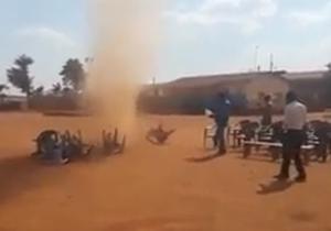 گردبادی که مراسم جشن را برهم زد +فیلم