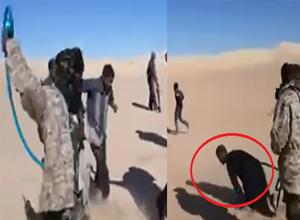 ویدئویی رعبانگیز از شکنجه چند گروگان توسط آدم ربایان در صحرا!