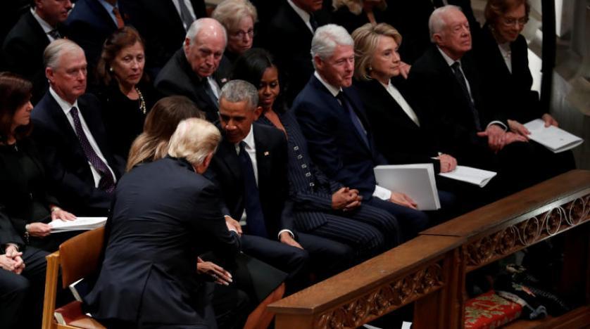 بیمحلی ترامپ و کلینتون به یکدیگر در مراسم تشییع بوش پدر+ تصاویر