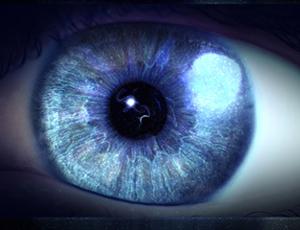 حقایقی عجیب از چشمان سبز و آبی/ اظهارات جالب مردی که چشم مصنوعی میسازد! + تصاویر