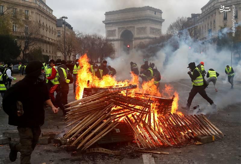 پریشانی «لیبرالهای وطنی» از عقبنشینی لیبرالهای فرانسوی/ حماسهسرایی روزنامه کارگزاران برای «امانوئل مکرون»