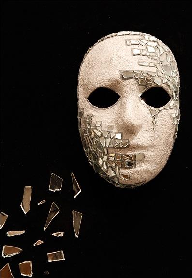 تئاتر اشرافی با ماهیت هنر نمایش مغایر است