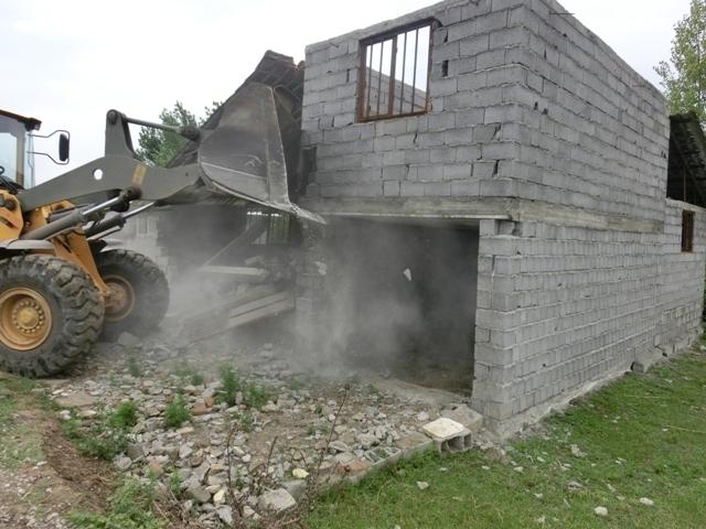 تخریب ساخت و سازهای غیر مجاز در خنج