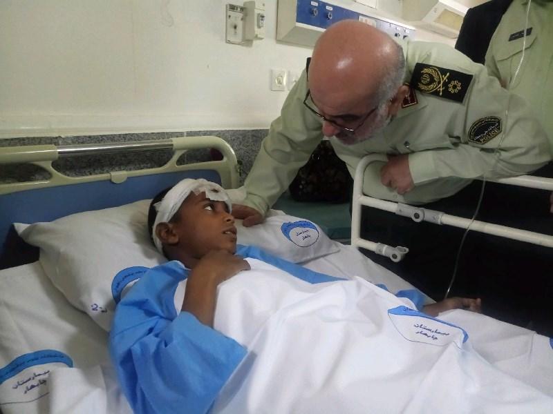 جانشین فرمانده ناجا از مجروحان حادثه ترویستی چابهار عیادت کزد