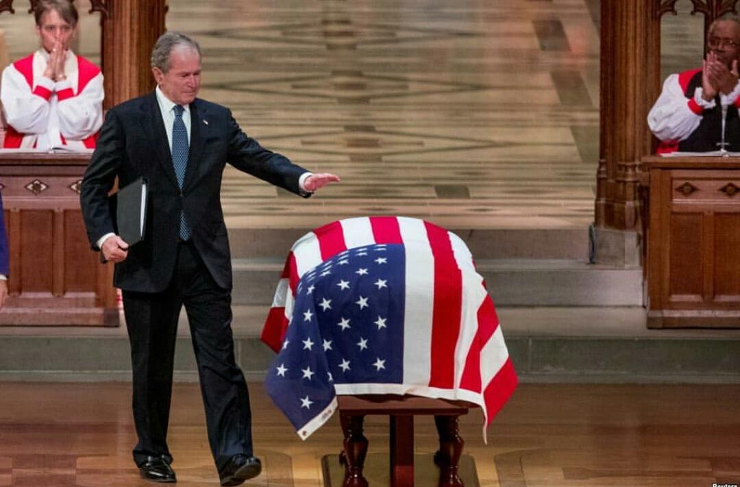 حاشیههای مراسم تشییع بوشِ پدر؛ از گریه جرج بوش تا چُرت زدن بیل کلینتون+فیلم و عکس