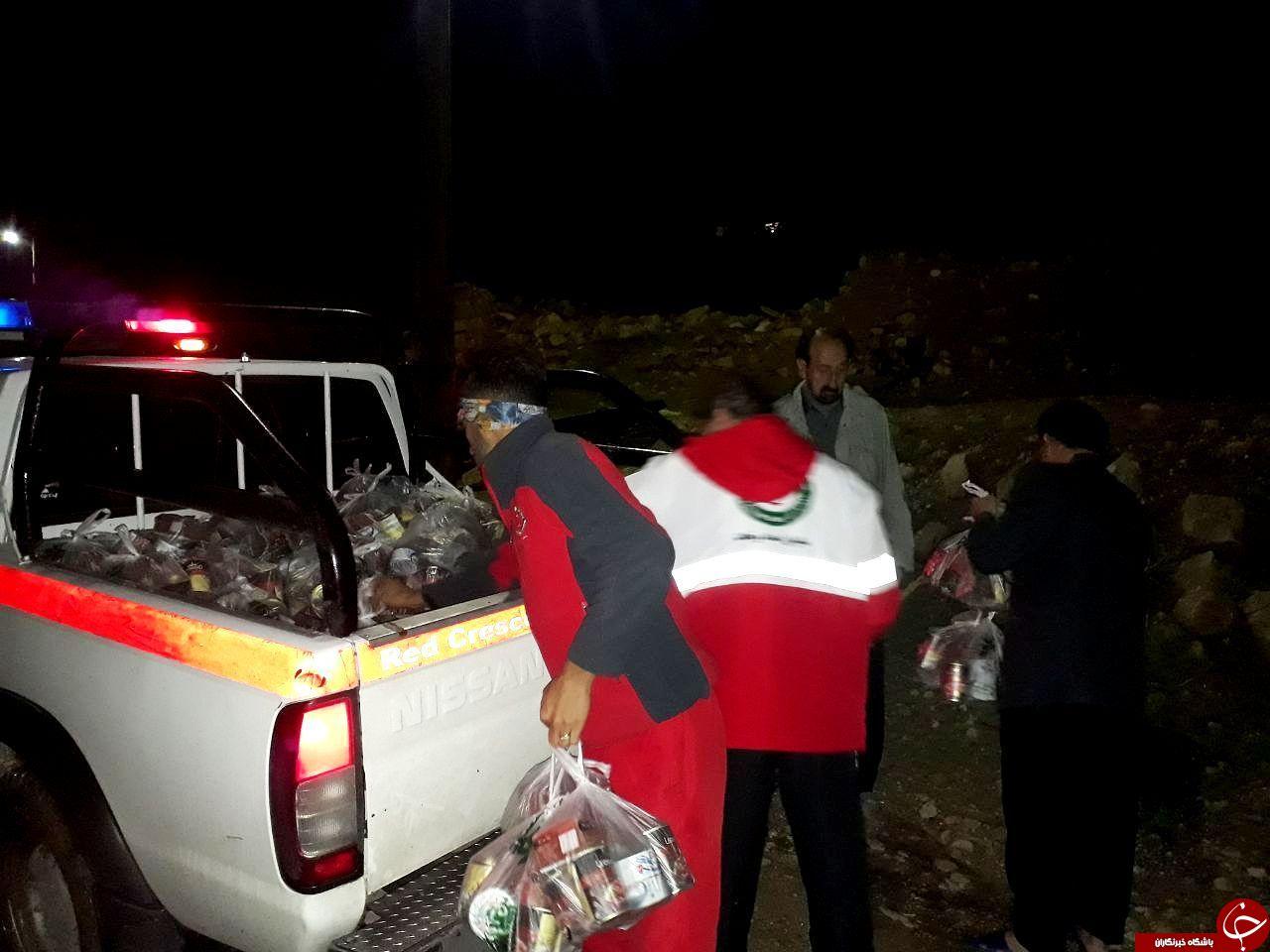 امدادرسانی به ۸۸ خانوار گرفتار سیلاب/توزیع  بسته های مواد غذایی ۷۲ ساعته