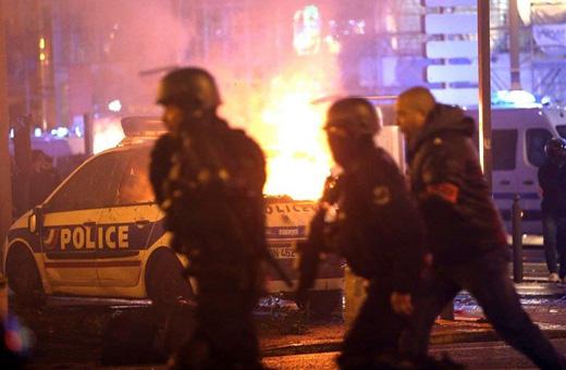 پاریس از بیم تظاهرات تعطیل شد/ استقرار ۸ هزار پلیس ضدشورش برای مقابله با معترضان