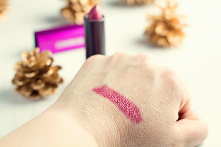 عواقب پاک نکردن لوازم آرایشی قبل از خواب/ آرایش مداوم خانمها را به دام سرطان میاندازد