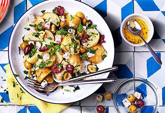 باشگاه خبرنگاران -طرز تهیه سالاد سیب زمینی با زیتون و پنیر فتا